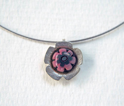 pink centre silver flower on silver coloured wire